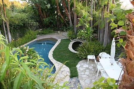 Thác nước, hồ nước trong vườn thuộc hành Thuỷ – một yếu tố gắn liền với cây xanh (Thủy sinh Mộc)