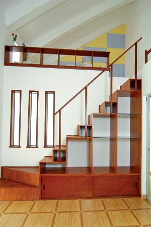 Cầu thang gỗ thích hợp đặt hướng Nam, Đông và Đông Nam.