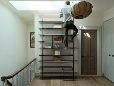 Chiếc thang lên kho có thể là một phần của chiếc giá chứa đồ