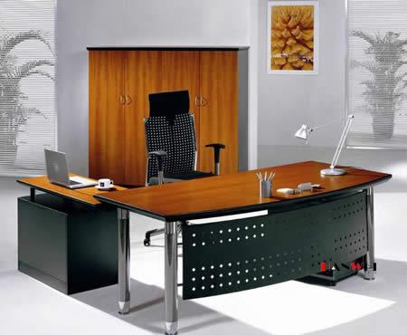 Bàn làm việc có vị trí ngồi đối diện với cửa sẽ tốt nhất và tốt cho công việc bạn đang thực hiện
