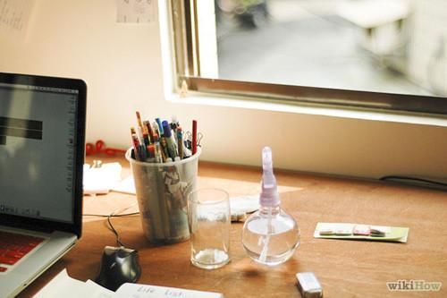 Chọn vị trí đặt cây xanh thích hợp trên bàn làm việc