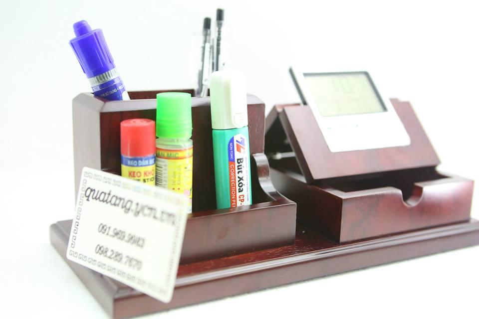 Các đồ vật sắc nhọn nên đặt trong hộp hoặc trong lọ để tránh phong thủy xấu nơi bàn làm việc