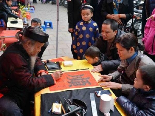 Người Việt thường làm gì trong ngày tết cổ truyền
