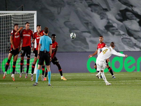 Ramos lập siêu phẩm, Real đòi lại ngôi đầu bảng