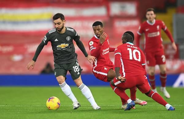 Liverpool hòa M.U, Man City hưởng lợi