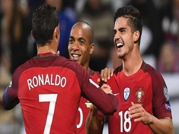 Tin bóng đá trưa ngày 27/3: Barca nhắm người kế vị Ronaldo