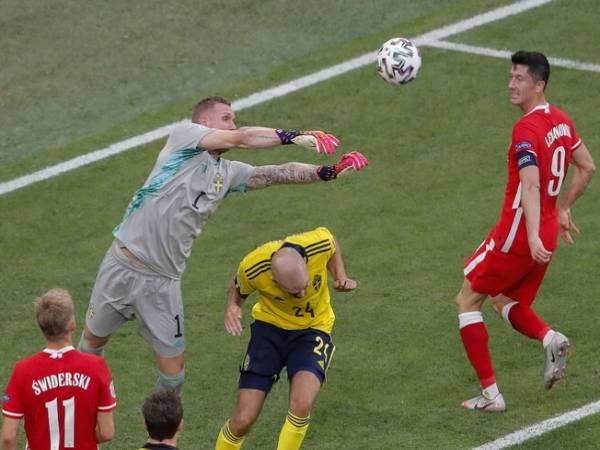 Tin bóng đá tối 24/6: Mình Lewandowski tỏa sáng là chưa đủ